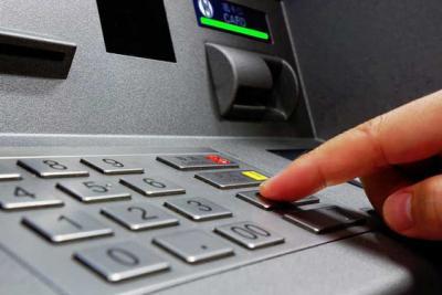 Ngân hàng phải cảnh báo ngay tại cây ATM về các thủ đoạn trộm tiền từ ATM