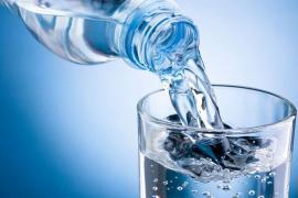 Nguy cơ dậy thì sớm nếu uống nước trong chai nhựa kém chất lượng